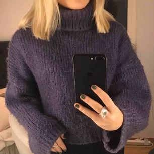 Lila stickad tröja ifrån chiqulle Köpt för 500kr Bra skick💕