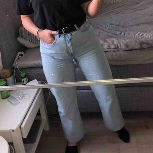 Weekday jeans köpta för 500kr. Storlek 31/30 men uppsydda så de passar mig som är 160cm. Köparen står för frakten :)