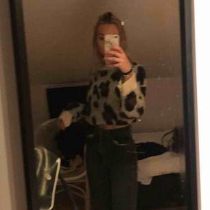 Stickad leopard tröja