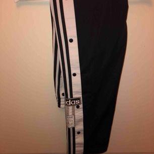 Adidas poppers strl 36 säljes för de för stora för mig