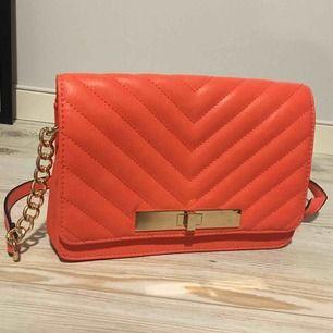 Rosa/korall handväska, använd en gång🥰
