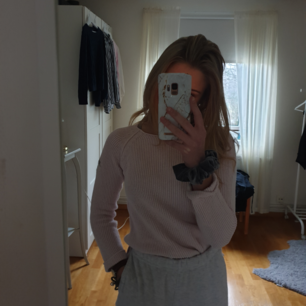 Fin stickad tröja från rabalder. Ganska liten men passar nog en xxs till xs. Den är ljusrosa och jag säljer för att den inte passar längre. Köpt för 450 kr💞