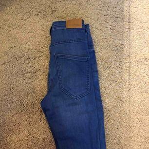 Blå jeans från Gina tricot, fint skick, minimalt använda💓