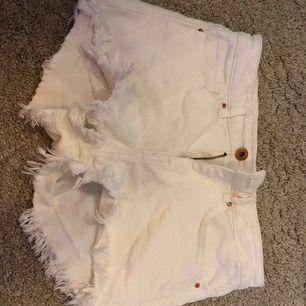 Vita jeans shorts, skit snygg passform, men används inte.