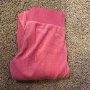 De legendariska ljus rosa mjukisbyxor från Cubus, säljes pga för stora, men e rätt liten kropps mässigt💓