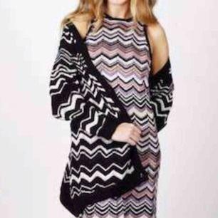 Missoni – A-linjeformad klänning med blandstickat sicksackmönster  Stirlek S  Hämtas kan frakta