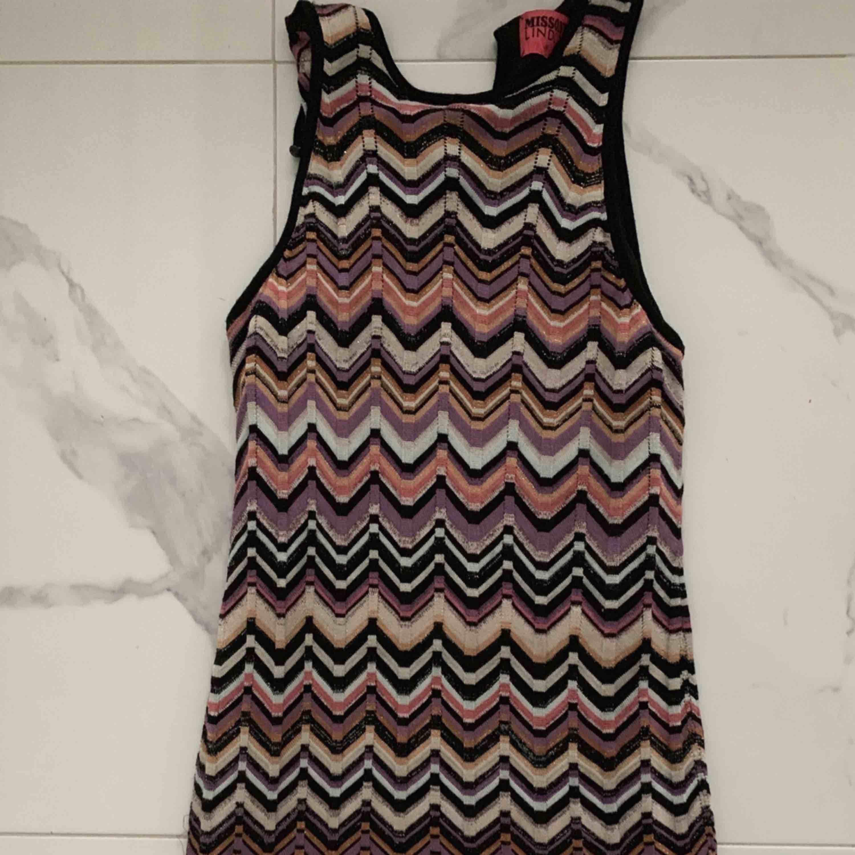 Missoni – A-linjeformad klänning med blandstickat sicksackmönster  Stirlek S  Hämtas kan frakta . Klänningar.