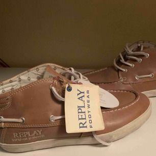 Nya äkta Replay  herr skor äkta skinn klart tags kvar  Nya Storlek 40 Inköpspris 1980kr  Hämtas kan frakta spårbar 63kr köparen betalar