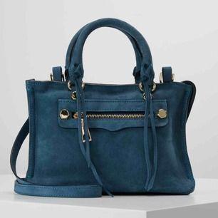 Micro regan satchel väska från Rebecca Minkoff. Väskan kommer aldrig till användning och är endast använd fåtal gånger, därför säljer jag den. Nypris: 3000 kr