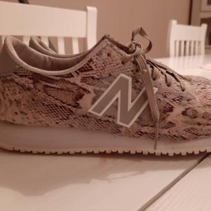 New balance sneakers strl 36. Sparsamt använd.  200 kr Inkl frakt.