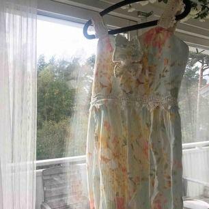 """Söt Kawaii/Lolita """"ballongklänning"""" från märket Fokiwa. Hög kvalité! Använd 2-3 gånger. Inga hål eller fläckar. Storlek M."""