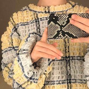 jättefin rutig tröja med puffärmar, köpt för 549kr💘🌸💕