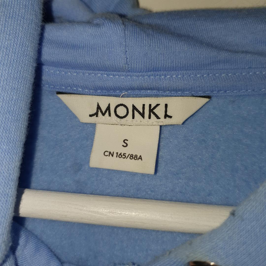 En skit snygg hoodie ifrån Monki :) Frakten ingår!. Tröjor & Koftor.