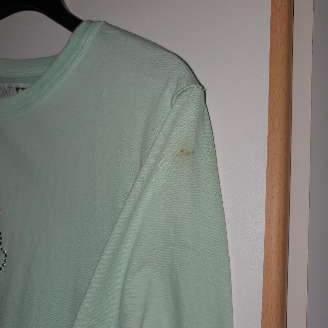 Super cool t-shirt från Junkyard :) Liten fläck på ärmen, se bild 2! Frakten ingår . T-shirts.
