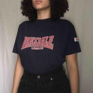 En vintage Londsdale T-shirt i fint skick 🥰