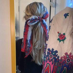 Vintage Sjal som kan användas till mycket, frakt är inräknat i priset