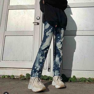 Asos collusion acid wash jeans, så himla snygga men använder inte så mycket längre, använda för att ta denna bild! Köpare står för frakt💞💞