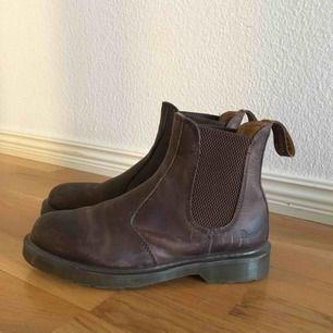 Dr Martens skor som passar perfekt nu till vintern! Och snygga är dem också😍 köpta för 1200 men säljer för 250!