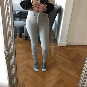 Supersnygga jeans från Pull&Bear! Lite längre på mig som är 165cm 💗 frakt tillkommer