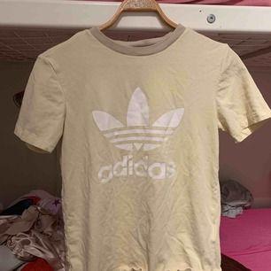 Adidas tröjja
