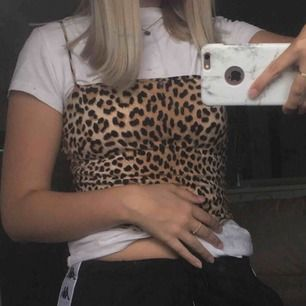 Ett as sött linne med leopard mönster på! 💗😩 frakt 18 kr