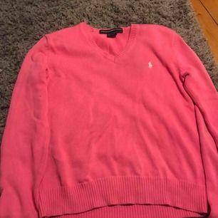 Tröja från ralph Lauren. V-ringad med en fin rosa färg. Köpt i italien minns ej priset. Bra skick!