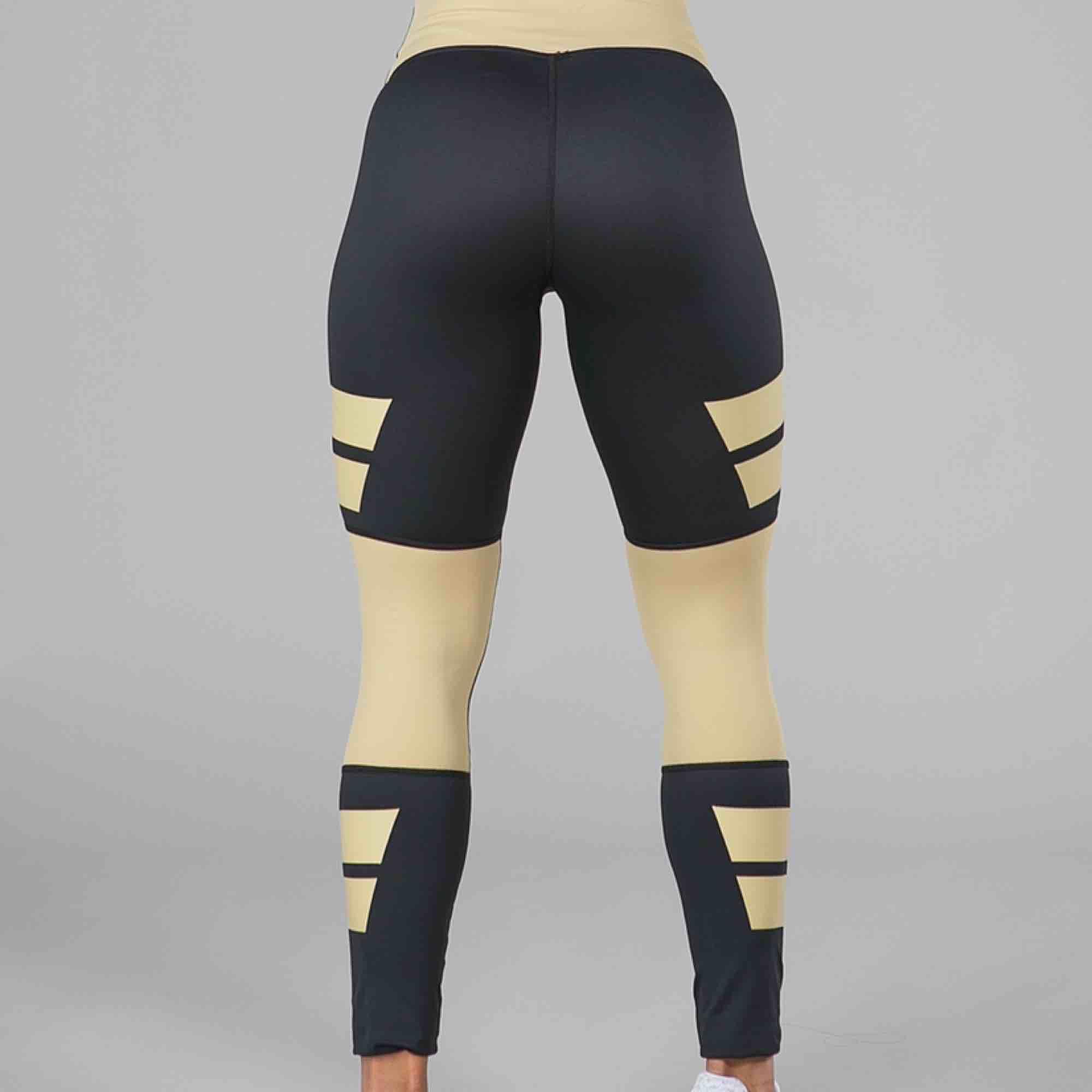 Supersnygga träningstights från Aimn i storlek XS (skulle även passa en S). Jättestretchiga byxor som framhäver ens kropp på ett snyggt sätt! Säljes pga fel storlek så endast använda några gånger.  Finns i Alingsås annars skickas mot fraktkostnad!. Jeans & Byxor.
