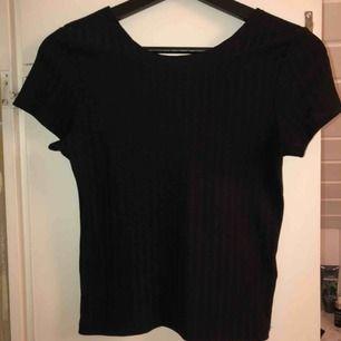 Basic svart tröja från Bikbok🖤 Använd fåtal gånger. Frakt tillkommer!