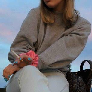 älskar denna tröja från Carin Wester för har en väldigt lik redan! tröja som funkar till allt💜