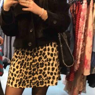 Säljer denna klänning som man kan ha som kjol, vid fler bilder hör av er:) Kan mötas i stockholm eller frakta.