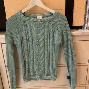 Superfin stickad tröja från Cubus i storlek xs ! Säljes då den tyvärr blivit för liten, älskar denna, superskön!