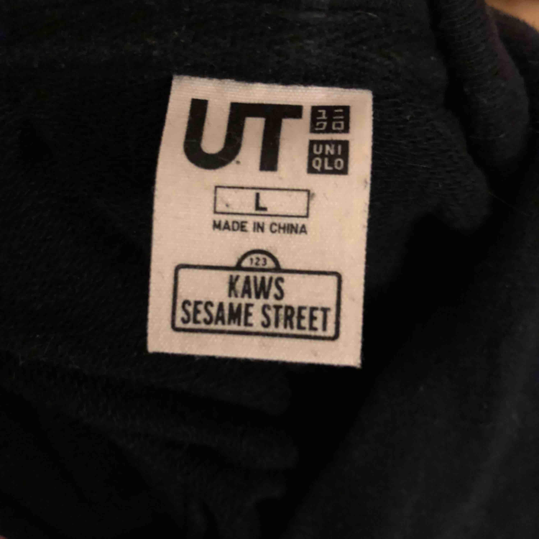 Normalt skick. Säljer pga kommer aldrig till användning längre. Uniqlo x Sesame Street. . Huvtröjor & Träningströjor.