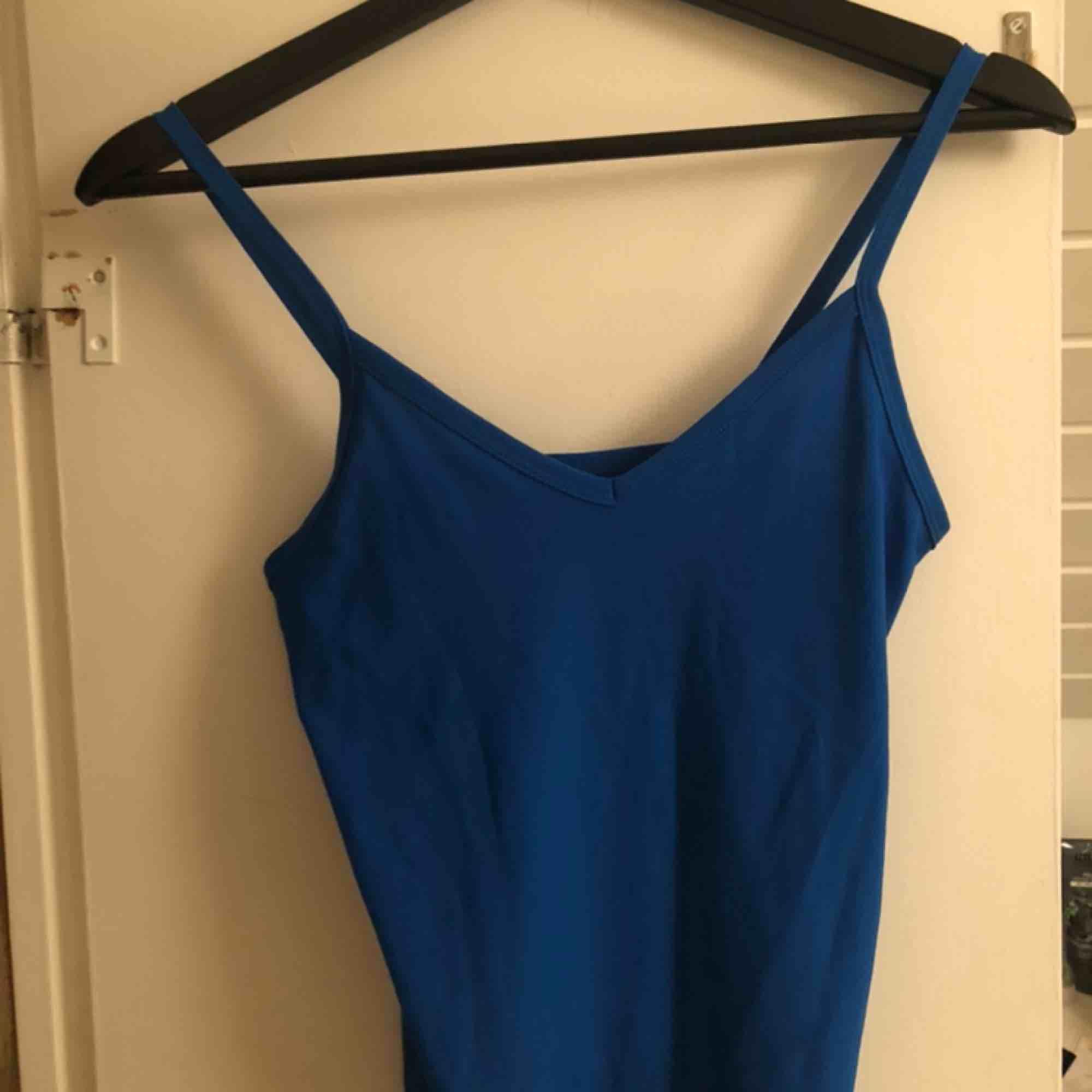 Superfin blå body från Only💙 Aldrig använd, frakt tillkommer⭐️. Toppar.