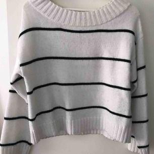 Stickad tröja, säljer pga ingen användning. Kan mötas upp i stockholm eller frakta.