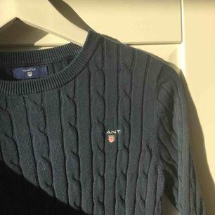 Säljer min gant tröja i mörkblått, aldrig använd då det inte är min stil. Jättebra skick då den aldrig använts. Frakt tillkommer❤️
