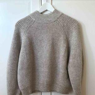 Helt ny, aldrig använd tröja från hm. Superfin men aldrig kommit till användning. Frakt tillkommer😋😇