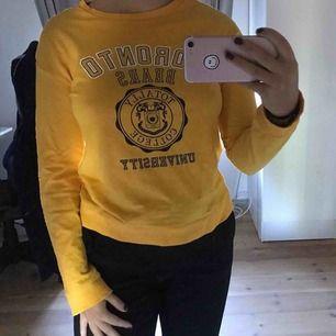 Cool college-ish tröja