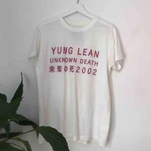 Sitter som S! Skitsnygg Yung Lean tröja, använd fåtal gånger.