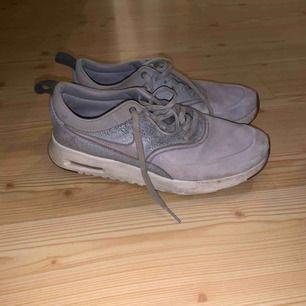 Lite slitna men fortfarande väldigt snygga och sköna skor!