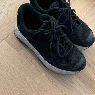 Jättesnygga och coola skor från bianco🙌🏽dock lite små för mig🥺nypris 1000 kr💞