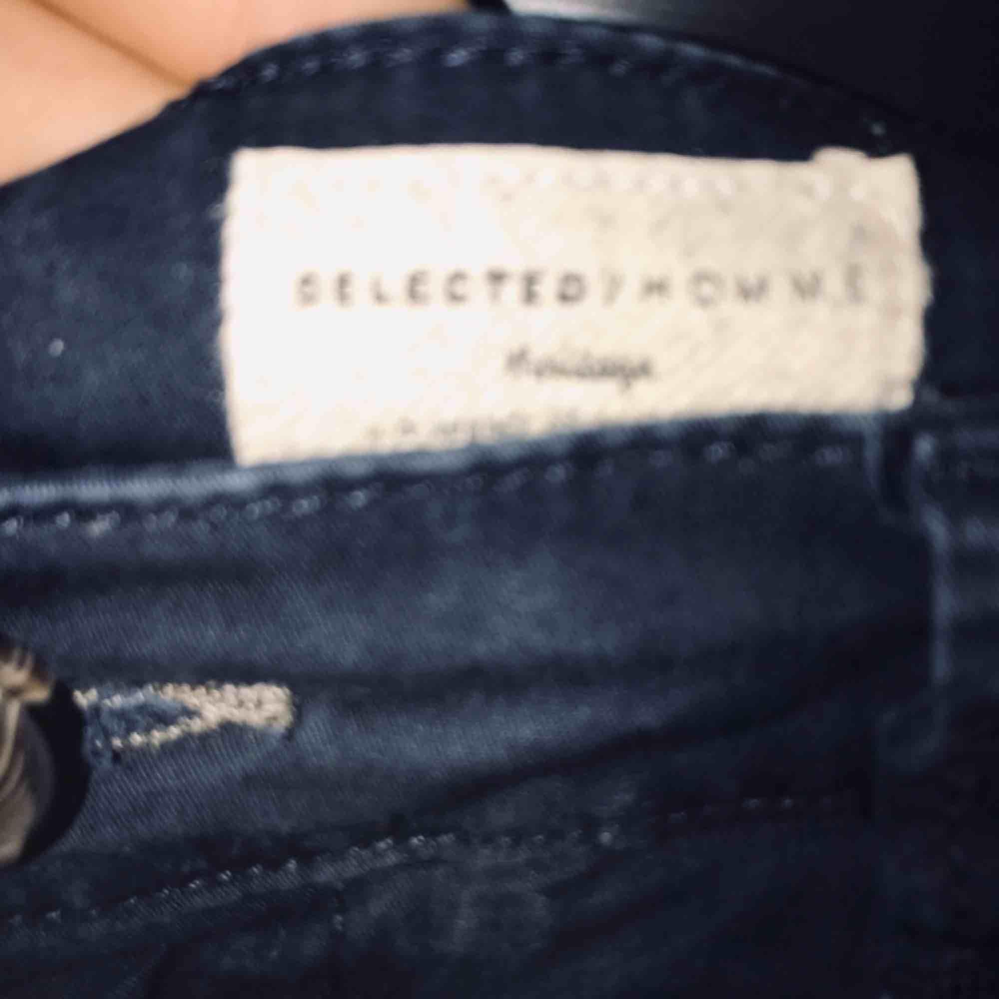 Snygga Selected / Homme shorts, kan användas vid högtider och som snygga vardagsshorts! Nyskick på dem då jag hittade dem i garderoben och hade växt ur dem. Frakt är inkluderad i priset!. Shorts.