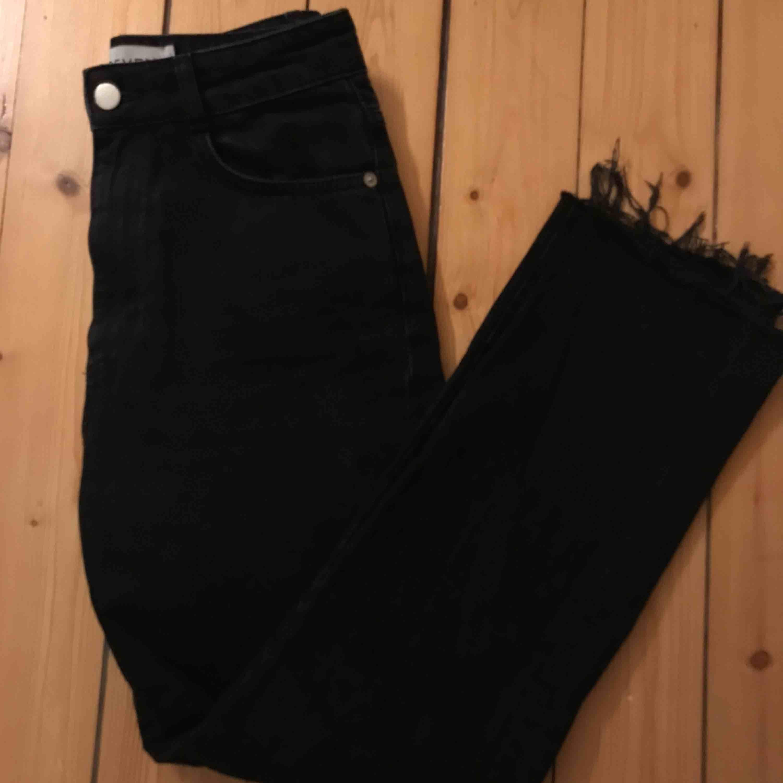 Jeans från ivyrevel. Strl. 34/36. Fint skick! Avklippta men går till anklarna på mig.. Jeans & Byxor.