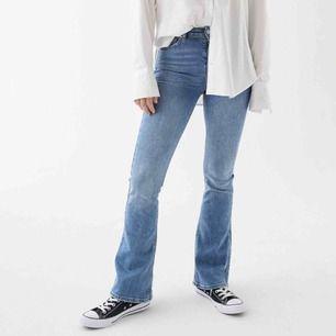 Gina tricot populära bootcut jeans! Använd fåtal gånger. Tar emot swish och möts inte upp🥰