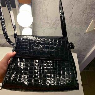 Björn Borg väska i läder imitation finns inte längre att köpa.