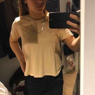 T shirt från Zara i superfin beige färg!