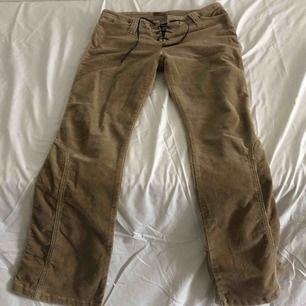 Världens coolaste 70s pants 🤩 Bootcut & manchester + låg midja 🥳 De är lite sönder på baksidan vid
