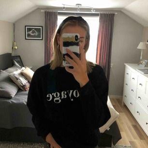 Sweater från GinaTricot i strl S med texten VOYAGE.  250 kr !inklusive! frakt eller mötas upp i Östergötland