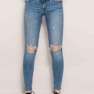 Slitna blå jeans från lager 157. Aldrig använda då de va för små.  50kr+(eventuell frakt). Kan mötas upp i Linköping. Pris kan diskuteras!