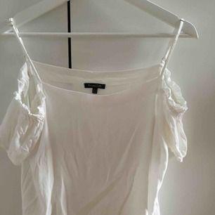 off shoulder blus från Massimo Dutti(äkta), OBS! Ostruken på bilden därav skrynklig