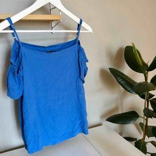 Blå offshoulder blus från Massimo Dutti (äkta) OBS! Ostruken på bilden därav skrynklig